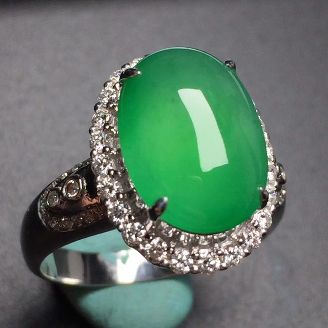 冰种阳绿蛋面 翡翠戒指 真金真钻镶嵌