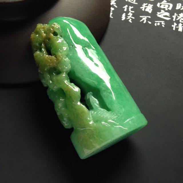 巧雕黄加绿深山访友翡翠挂件  尺寸54-27-9毫米