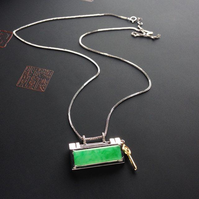 冰种阳绿平安锁翡翠挂件 裸石尺寸21-6-3毫米