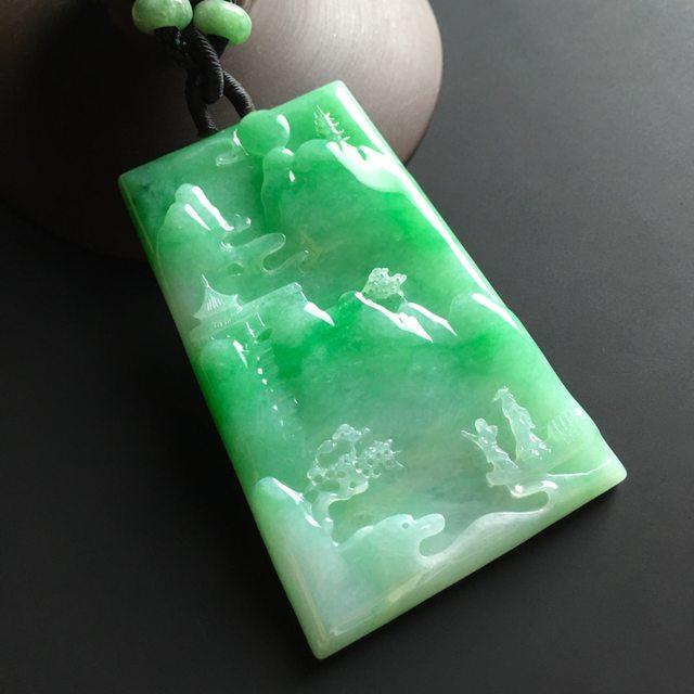 阳绿悠然自得 翡翠吊坠 尺寸69-45-5.5毫米