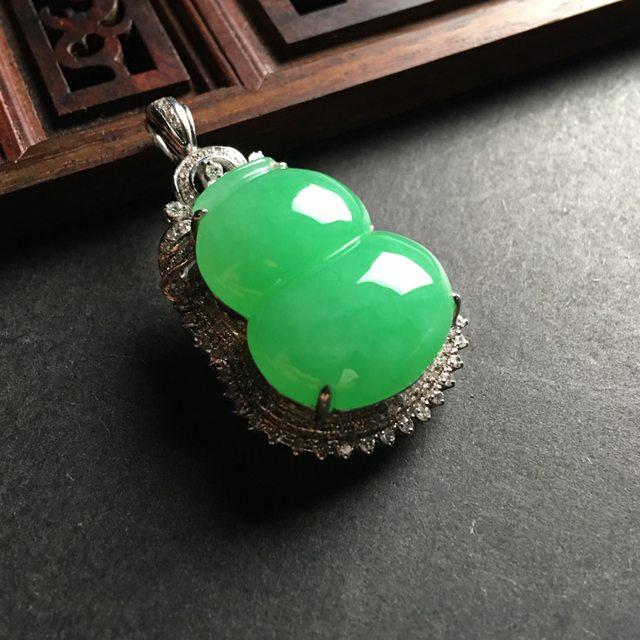阳绿葫芦 翡翠吊坠 整体尺寸30-22-13毫米