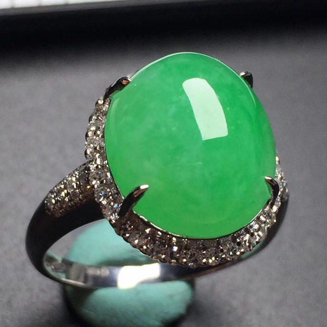 冰糯种阳绿蛋面戒指 真金真钻镶嵌