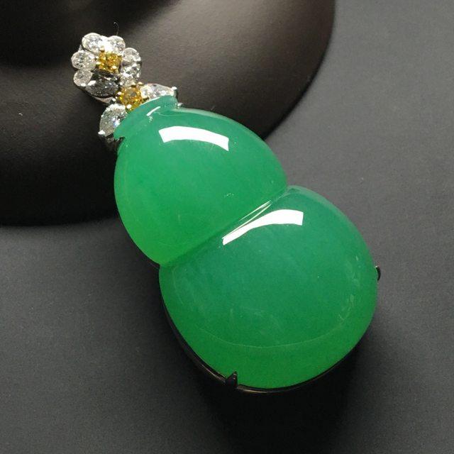 冰种满绿 葫芦翡翠吊坠 18k金*钻石镶嵌 尺寸:49-23.6-14.8*裸石36.5-23.3-10.5毫米
