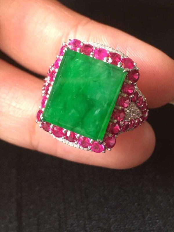 重金镶嵌 冰种艳阳绿翡翠戒指