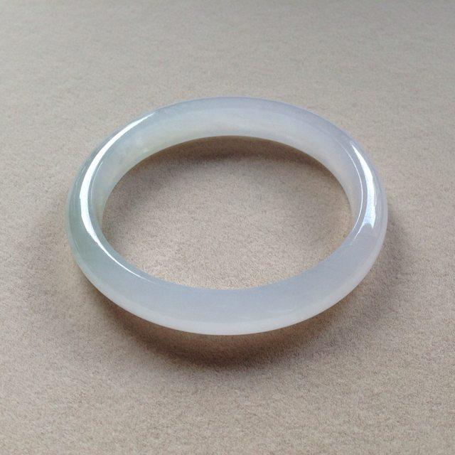 冰种起光翡翠贵妃手镯 尺寸:56.2/49.5/10.3/6.6