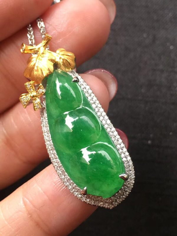 高冰种阳绿满色 翡翠挂件 裸石26.5:10.5:6mm