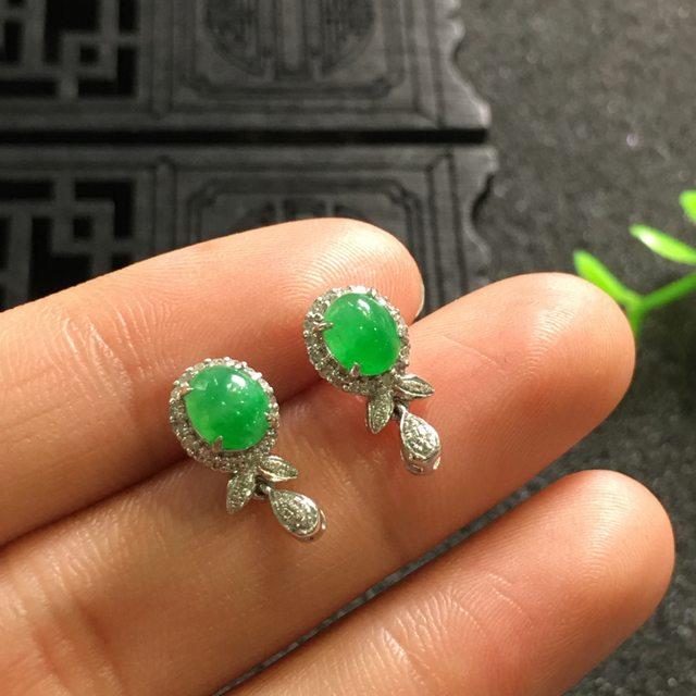 阳绿 翡翠耳钉12.8*6.9*6.1*5.7*5.0*4.2mm