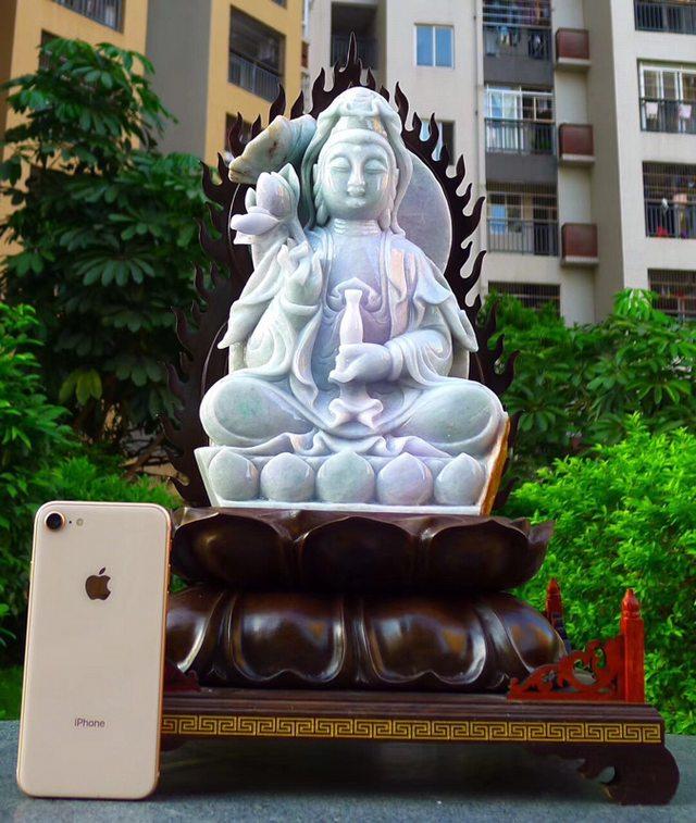 缅甸天然翡翠A货 精美春带彩 观音菩萨摆件图1