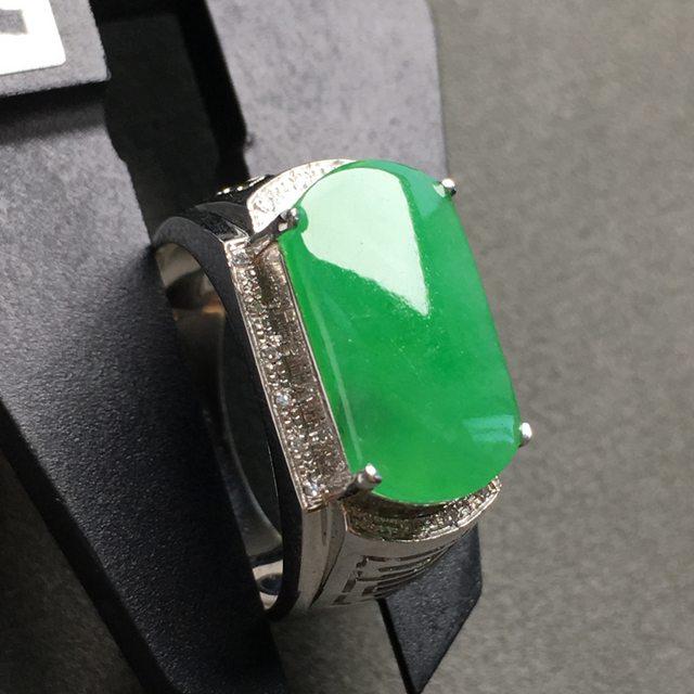 冰阳绿马鞍 缅甸天然翡翠戒指 18K金镶嵌钻石