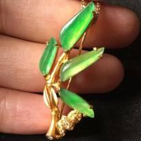 高冰近玻璃种阳绿 翡翠胸针 整体39.5198mm