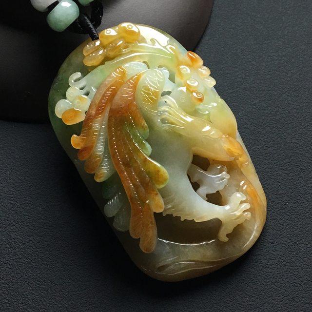 巧雕黄加绿翡翠吊坠 尺寸:56-34-15毫米
