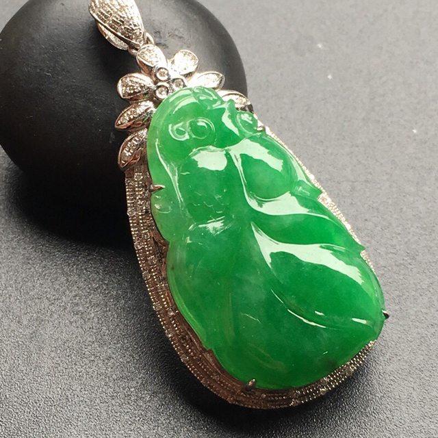 18k金奢华钻石镶嵌 冰种阳绿金鱼吊坠 裸石大小:28.1*16.9*4mm