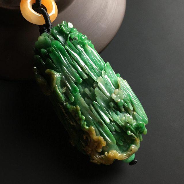 黄加绿喜上眉梢翡翠吊坠 尺寸60-32-18.5毫米