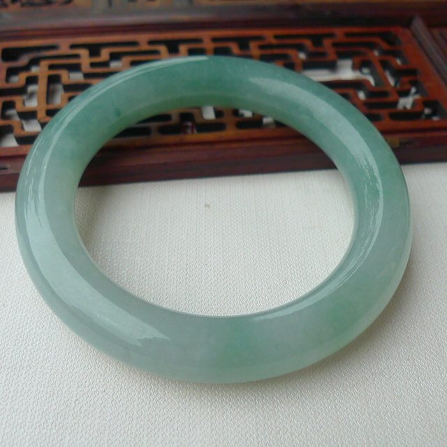 翡翠手镯A货 老坑料水绿55.5圈口精美圆镯