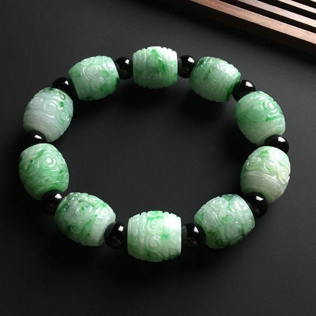 冰阳绿蝴蝶 翡翠耳钉10.9*8.8*6.3mm