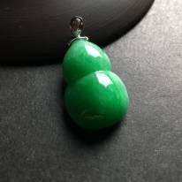 糯冰种满绿 葫芦翡翠吊坠 白金扣 尺寸25-17-10毫米