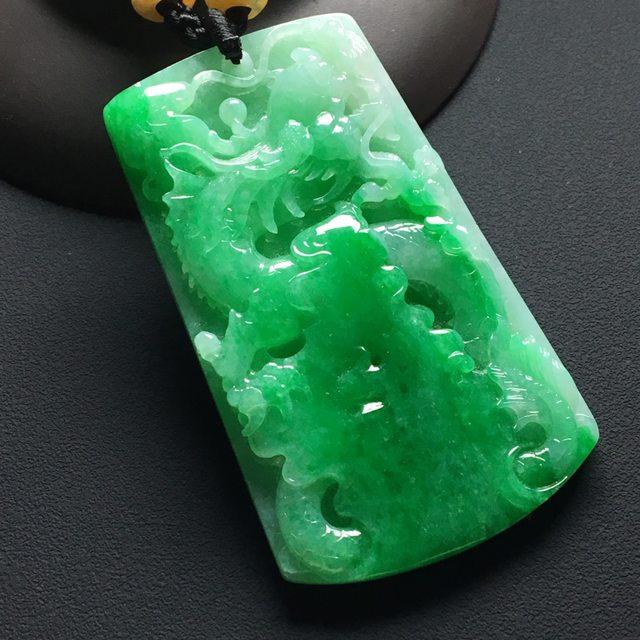 巧雕阳绿 龙行天下翡翠挂件 尺寸:62-37-6.5毫米
