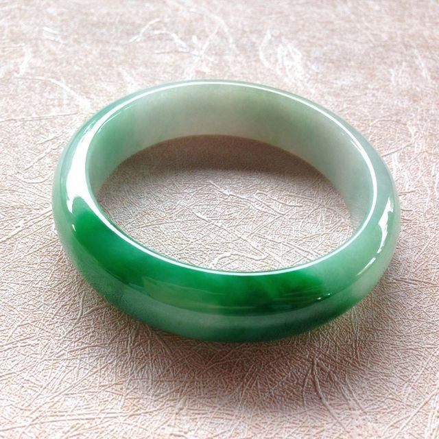 细糯种飘绿翡翠平安镯