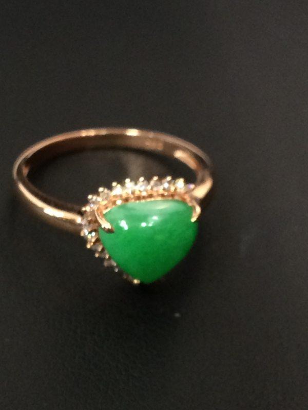 冰种阳绿色 翡翠戒指 面色泽阳绿