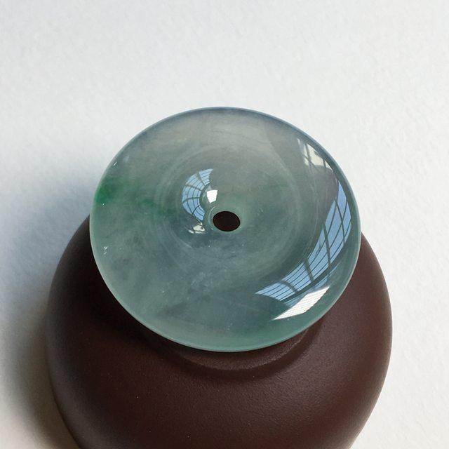 冰种飘阳绿 翡翠挂件 尺寸 34.5x6 毫米