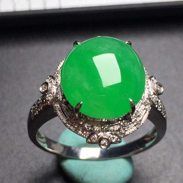 冰糯阳绿蛋面 翡翠戒指 真金真钻镶嵌 玉质细腻