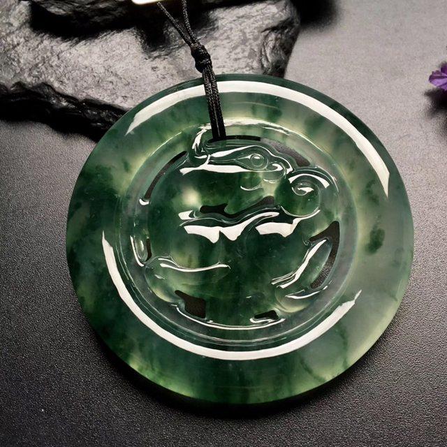 冰种飘花 麒麟翡翠挂件 尺寸: 54.5-7mm