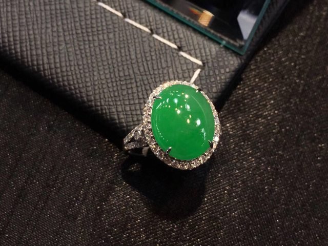冰阳绿蛋面翡翠女戒指