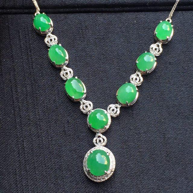 冰种阳绿蛋面翡翠项链大小8.4*7.4*4mm
