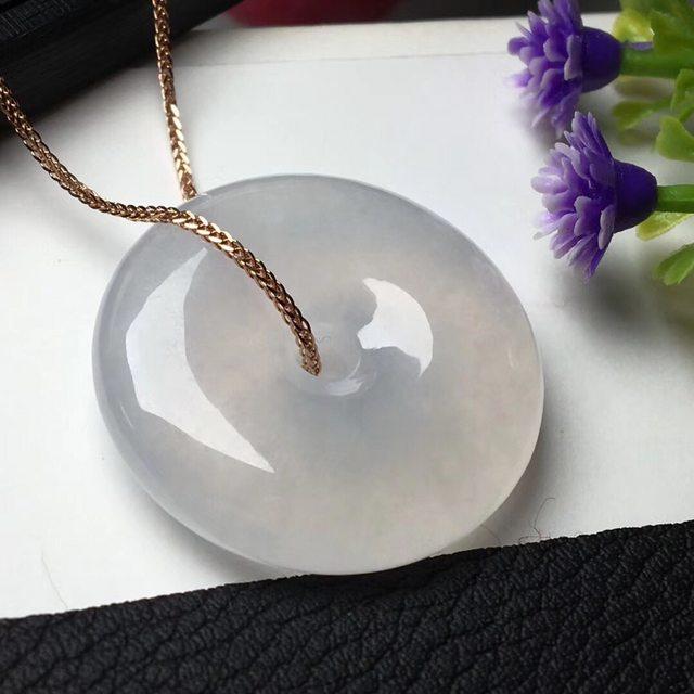 肥嘟嘟的冰白平安扣项坠 翡翠挂件 尺寸24.8*6.1mm