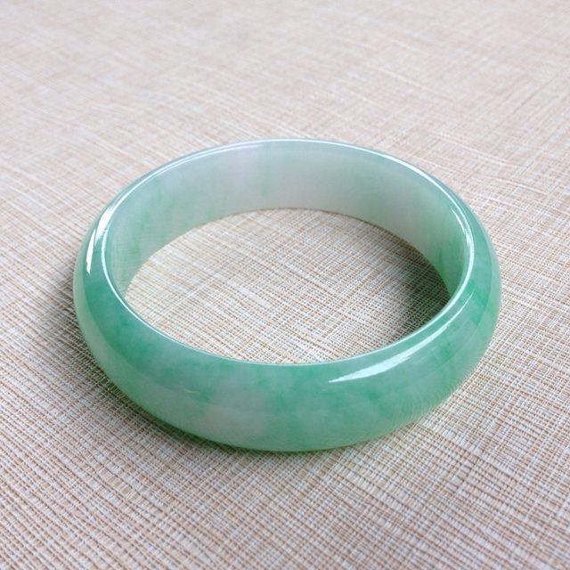 冰种飘绿翡翠手镯 缅甸天然翡翠58寸正装手镯 色泽清新亮丽
