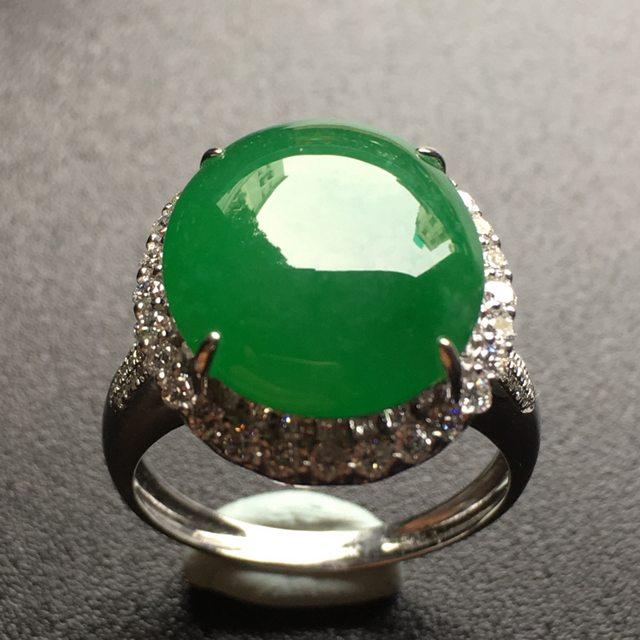 水润满绿蛋面翡翠戒指