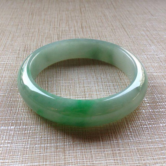 糯冰飘绿辣色翡翠平安镯 正圈尺寸:54.6/13.3/7.8mm