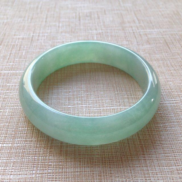 糯冰种飘绿翡翠手镯  缅甸天然翡翠手镯  尺寸55.9寸