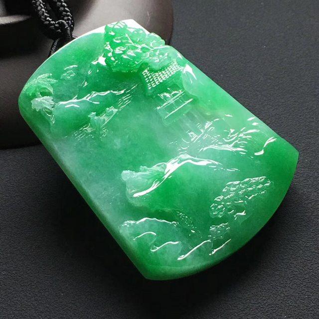 冰种阳绿 悠然自得翡翠吊坠 尺寸:58-42-9.5毫米