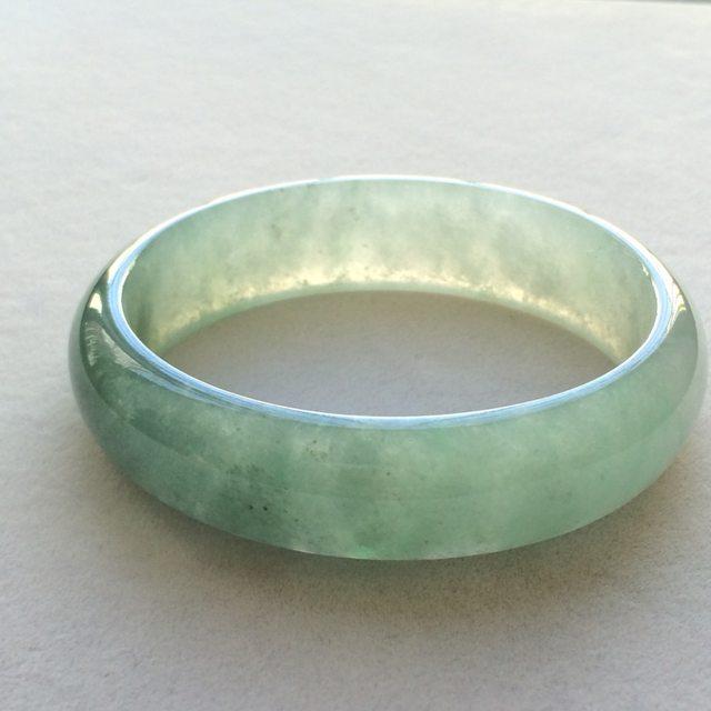 冰润油绿翡翠贵妃手镯 尺寸:56.9*16.1*6.9mm