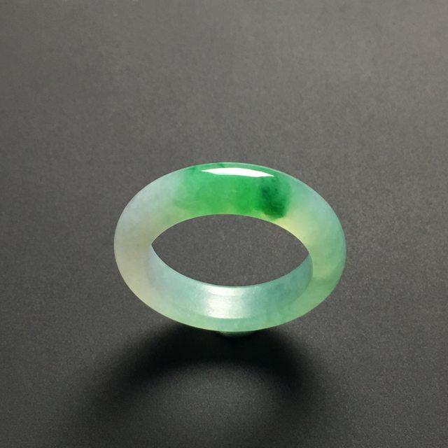糯化种带色翡翠指环