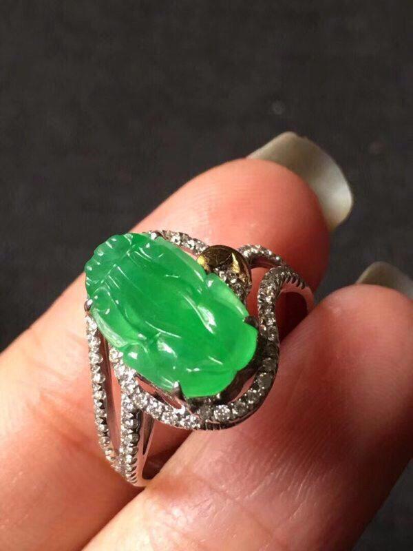 冰种甜绿胶感翡翠戒指