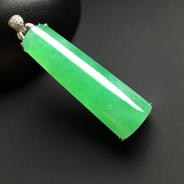 冰种阳绿无事牌翡翠吊坠 尺寸42-13-10.5毫米
