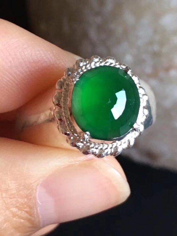 9.6-9.2-3.6寸老坑冰种辣绿色 缅甸天然翡翠戒指