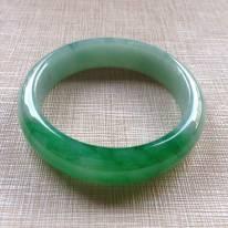冰种正阳绿辣色翡翠手镯  缅甸天然翡翠平安镯 尺寸:55.3/13.9/7.5