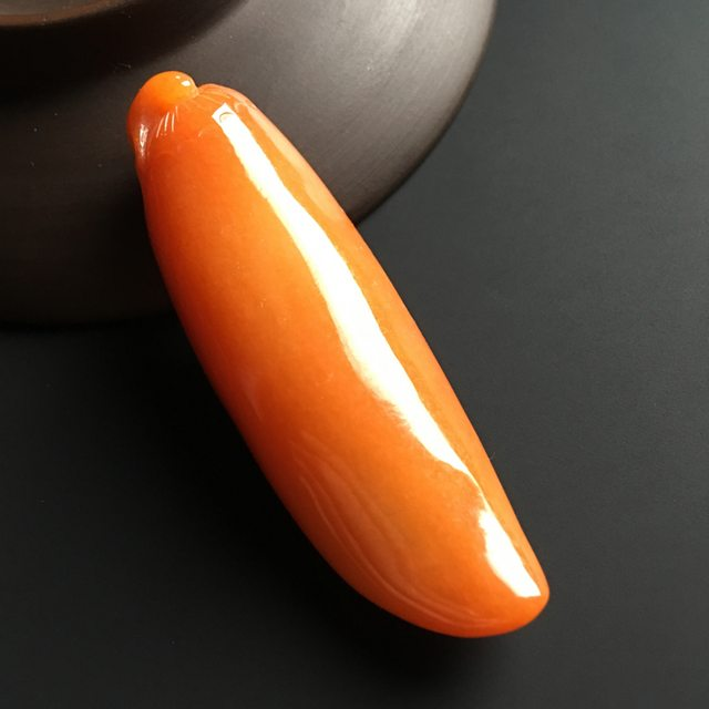 红翡福瓜 翡翠吊坠 尺寸59-23-15毫米