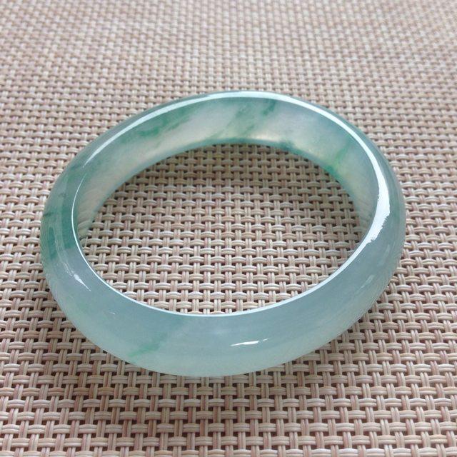 冰种飘花翡翠贵妃手镯 尺寸:55.9x12.9x7.4mm