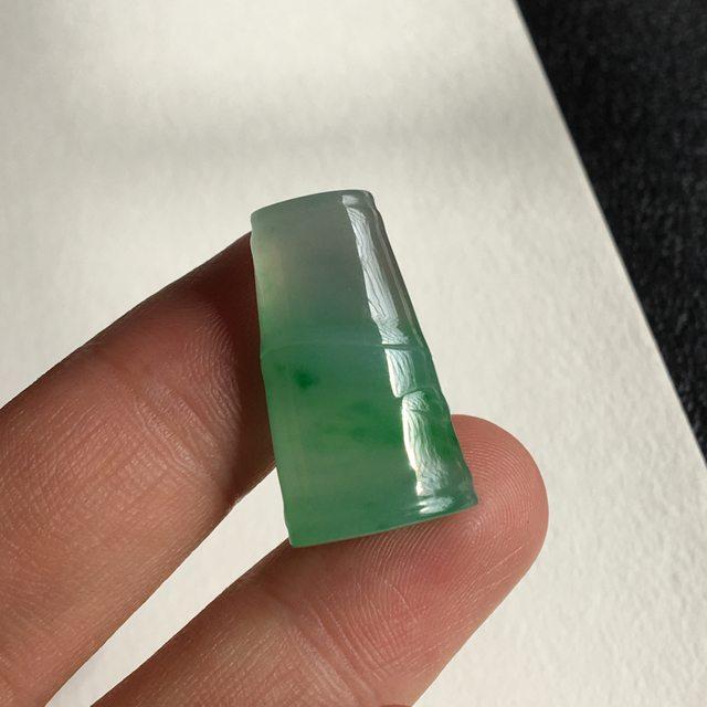 冰种阳绿节节高 翡翠吊坠 尺寸 26x14.8x8.1 毫米图8
