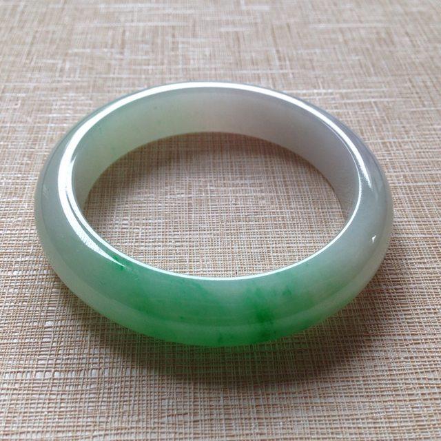 冰种飘绿翡翠手镯 缅甸天然翡翠手镯  尺寸55.7×12.8×8.6mm
