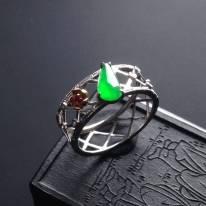 冰种阳绿 8-4-2.5寸翡翠戒指