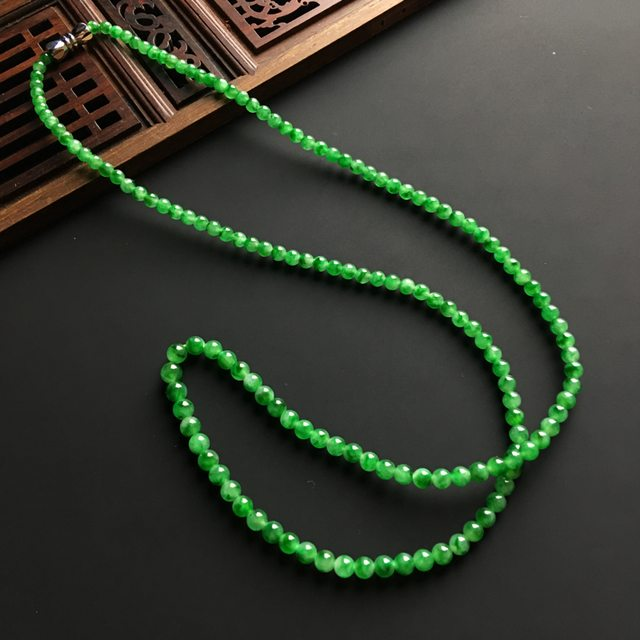 翠绿佛珠天然翡翠项链 直径4毫米