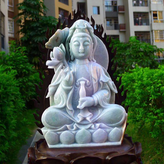 缅甸天然翡翠A货 精美春带彩 观音菩萨摆件图3