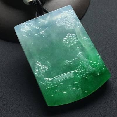 冰种阳绿悠然自得 翡翠吊坠 尺寸:52-38-6.5毫米