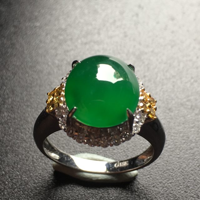 冰种满绿蛋面翡翠戒指