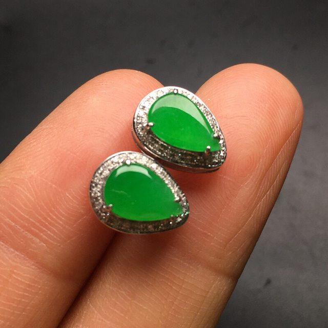 冰种阳绿 翡翠耳钉大小8.2*5.9*3mm